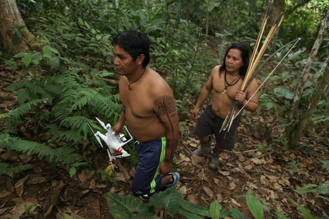 Thổ dân vùng Amazon đang bảo vệ cánh rừng và loài báo bằng ... drone - Ảnh 2.