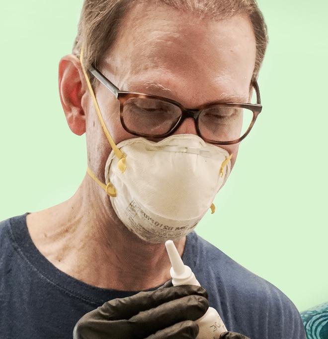 Nhà khoa học Harvard tự chế vắc-xin COVID-19 dạng xịt mũi và thử nghiệm trên bản thân mình - Ảnh 2.