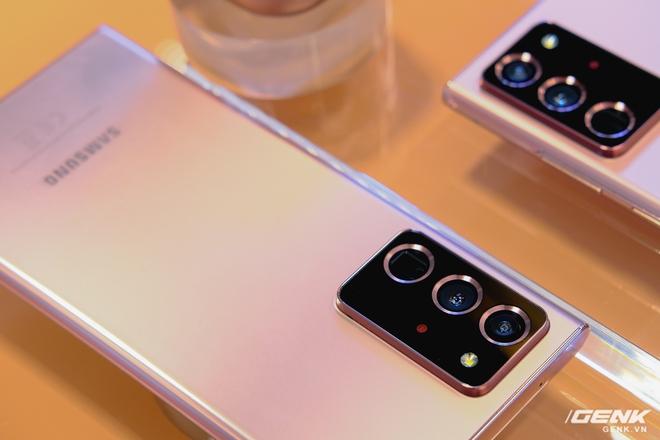 Trên tay Galaxy Note20/Note20 Ultra vừa ra mắt: Một cứng cáp, một mềm mại, màu đẹp xuất sắc, hợp cả nữ lẫn nam - Ảnh 6.