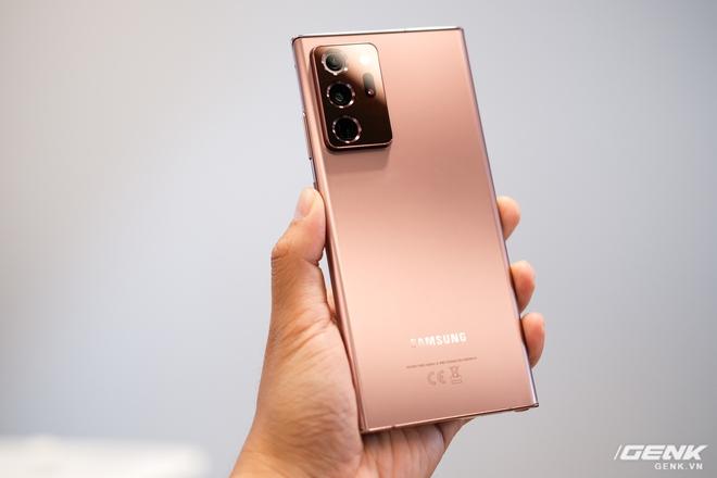 Trên tay Galaxy Note20/Note20 Ultra vừa ra mắt: Một cứng cáp, một mềm mại, màu đẹp xuất sắc, hợp cả nữ lẫn nam - Ảnh 1.