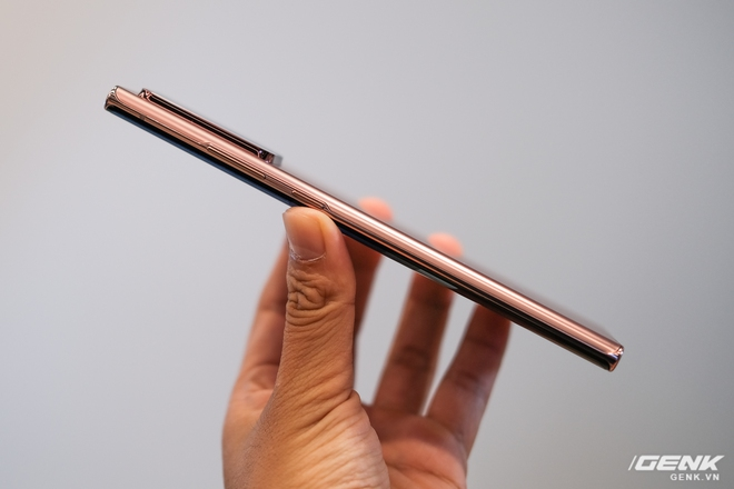 Trên tay Galaxy Note20/Note20 Ultra vừa ra mắt: Một cứng cáp, một mềm mại, màu đẹp xuất sắc, hợp cả nữ lẫn nam - Ảnh 4.