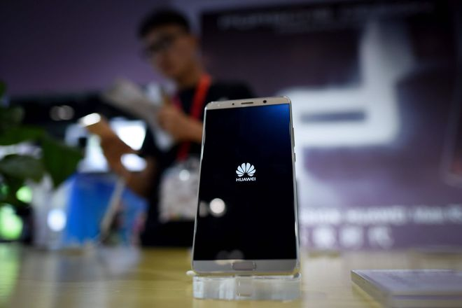 Hé lộ cách thức Huawei giành ngôi đầu tại Trung Quốc: chấp nhận đổi máy từ hãng khác, phát không cả máy lọc nước cho khách hàng - Ảnh 2.