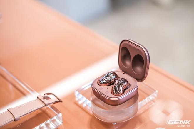 Trên tay đồng hồ Samsung Galaxy Watch 3 và tai nghe không dây chống ồn hạt đậu Galaxy Buds Live - Ảnh 6.
