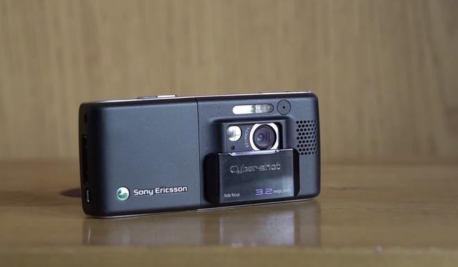 Nhìn lại Sony Ericsson K800: Chiếc điện thoại vừa ngầu vừa đa tài, bằng chứng cho một thời huy hoàng của Sony Ericsson - Ảnh 2.
