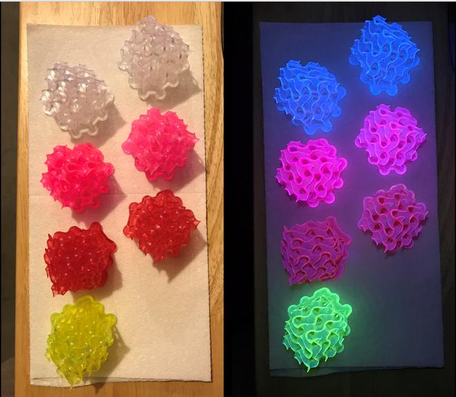 Các vật chất rắng này có thể phát sáng huỳnh quang ngay cả trong môi trường tia cực tím.