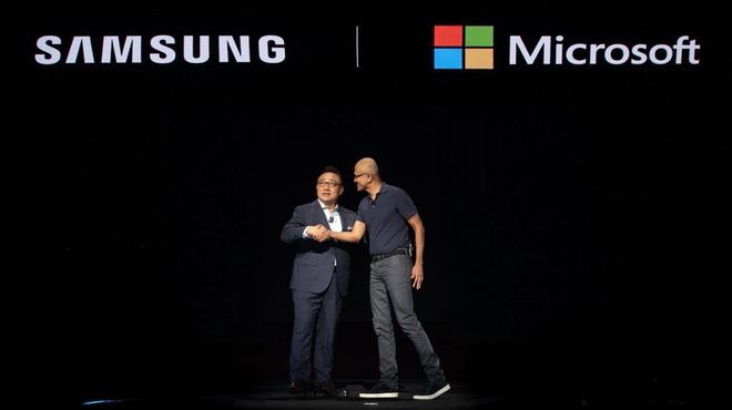Nhiều năm là bạn thân với Apple, giờ Microsoft lại muốn bắt cá hai tay khi làm thân với Samsung nữa - Ảnh 2.