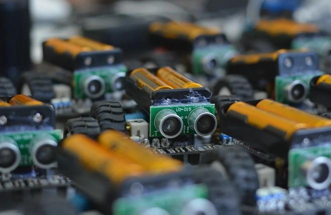 Các nhà khoa học lần đầu tạo ra loại pin mới, giúp robot có thể tích trữ năng lượng lâu dài như chất béo của con người - Ảnh 1.