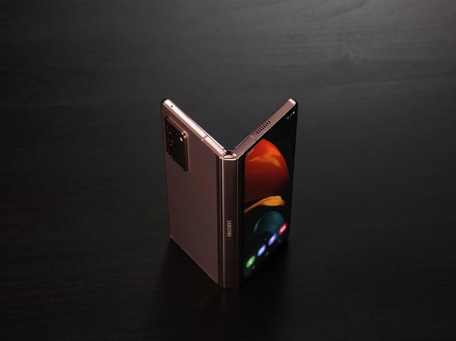 Samsung ra mắt Galaxy Z Fold2: Khắc phục nhiều vấn đề của thế hệ đầu tiên, riêng giá bán vẫn đắt đỏ - Ảnh 2.