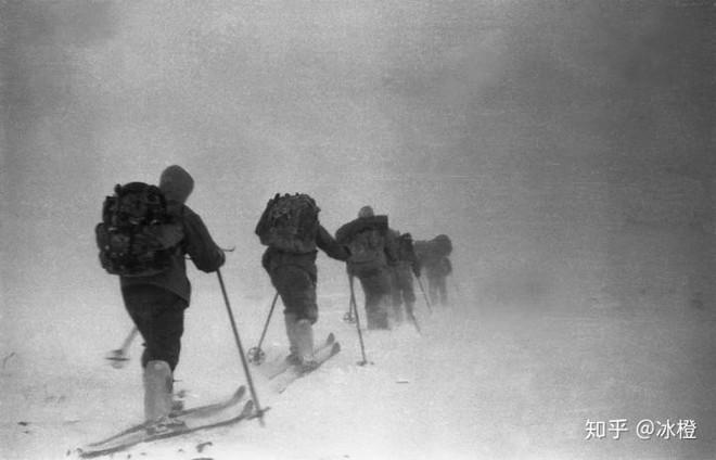 Sự kiện đèo Dyatlov: Tai nạn leo núi kỳ lạ nhất trong lịch sử nhân loại (Phần 3) - Ảnh 4.