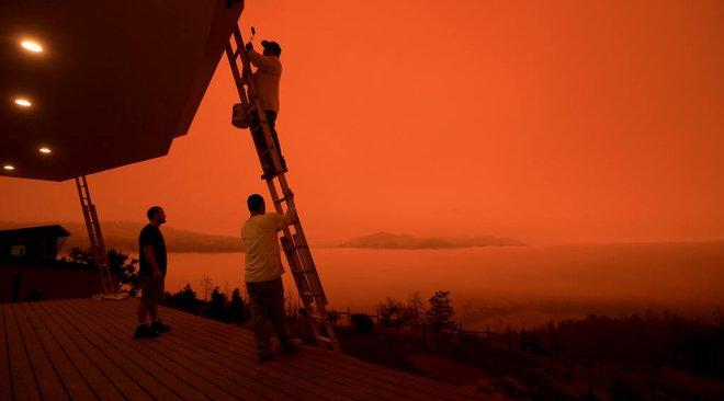 Vì sao camera trên iPhone không thể chụp được cảnh bầu trời đỏ rực như máu? - Ảnh 1.