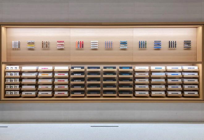 Tham quan Apple Store hình cầu nổi trên mặt nước vừa mới được khai trương tại Singapore - Ảnh 8.