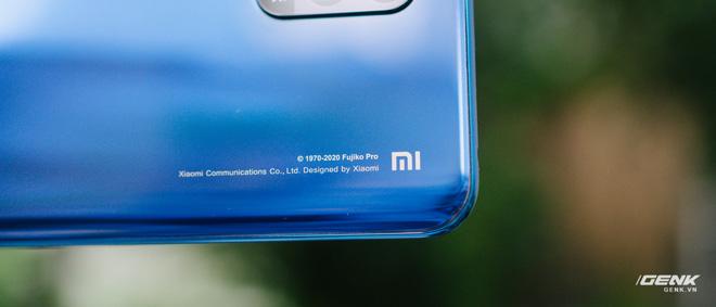 Mở hộp smartphone Doraemon giá gần 10 triệu đồng của Xiaomi - Ảnh 7.