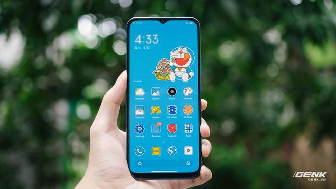 Mở hộp smartphone Doraemon giá gần 10 triệu đồng của Xiaomi - Ảnh 9.