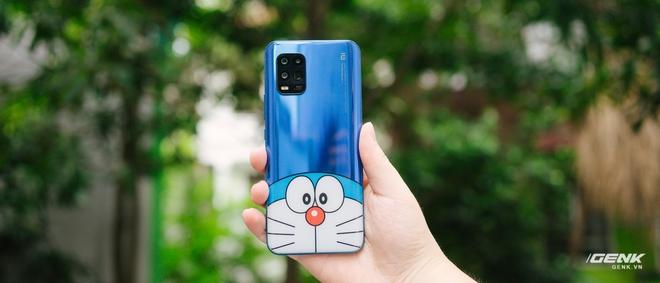 Mở hộp smartphone Doraemon giá gần 10 triệu đồng của Xiaomi - Ảnh 17.