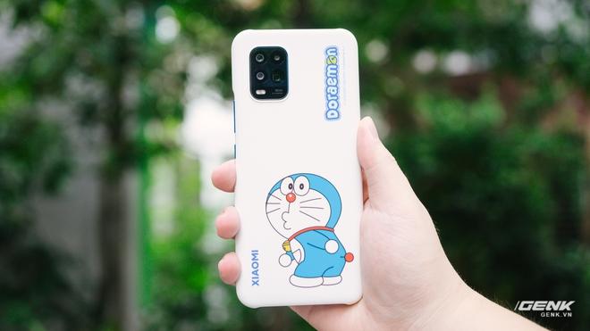 Mở hộp smartphone Doraemon giá gần 10 triệu đồng của Xiaomi - Ảnh 8.