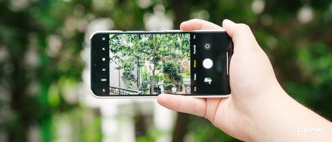 Mở hộp smartphone Doraemon giá gần 10 triệu đồng của Xiaomi - Ảnh 15.