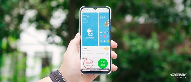 Mở hộp smartphone Doraemon giá gần 10 triệu đồng của Xiaomi - Ảnh 10.