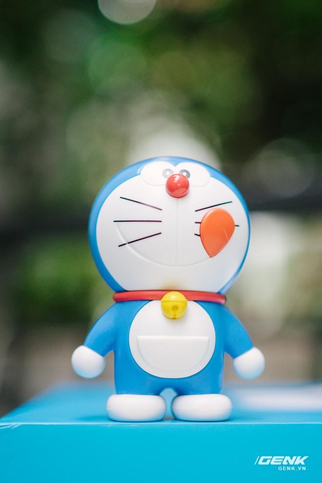 Mở hộp smartphone Doraemon giá gần 10 triệu đồng của Xiaomi - Ảnh 5.