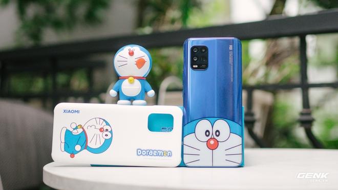 Mở hộp smartphone Doraemon giá gần 10 triệu đồng của Xiaomi - Ảnh 16.