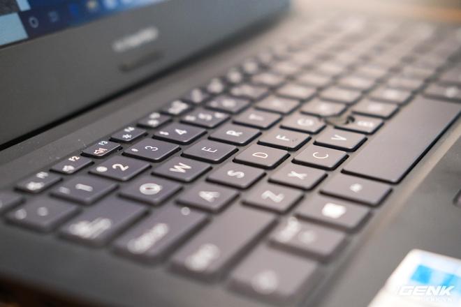 Cận cảnh ASUS ExpertBook P2: Bản laptop doanh nhân giá mềm của B9, chạy Core i thế hệ 10, độ bền chuẩn quân đội, pin 13 tiếng - Ảnh 8.