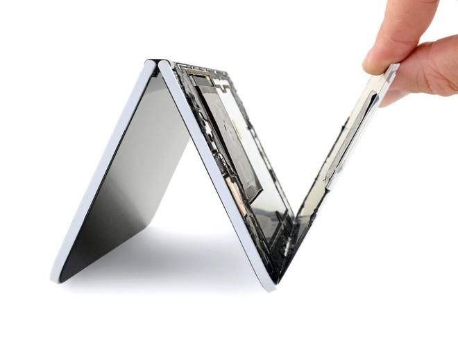 Surface Duo chỉ có hai bộ phận dễ sửa chữa: màn hình và mặt lưng - Ảnh 3.