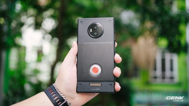 Từng có giá ngàn đô, smartphone siêu quay phim về VN với giá chưa đến 6 triệu đồng - Ảnh 2.