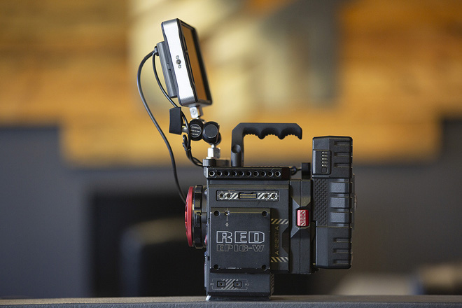Từng có giá ngàn đô, smartphone siêu quay phim về VN với giá chưa đến 6 triệu đồng - Ảnh 1.