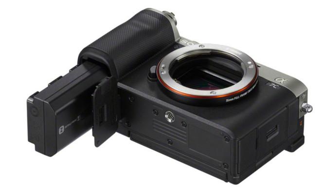 Sony trình làng A7C: Máy ảnh mirrorless full-frame nhỏ gọn nhất thế giới, cảm biến BSI CMOS 24MP, chống rung body 5 trục, quay 4K 30fps, nặng hơn chỉ 1% so với a6600 APS-C - Ảnh 7.