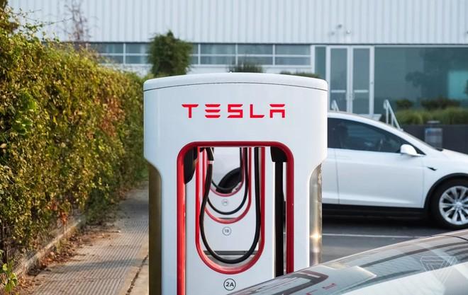 Lỗ hổng phần mềm trong trạm sạc Superchargers của Tesla giúp nhiều chủ xe điện thương hiệu khác hưởng sái - Ảnh 2.