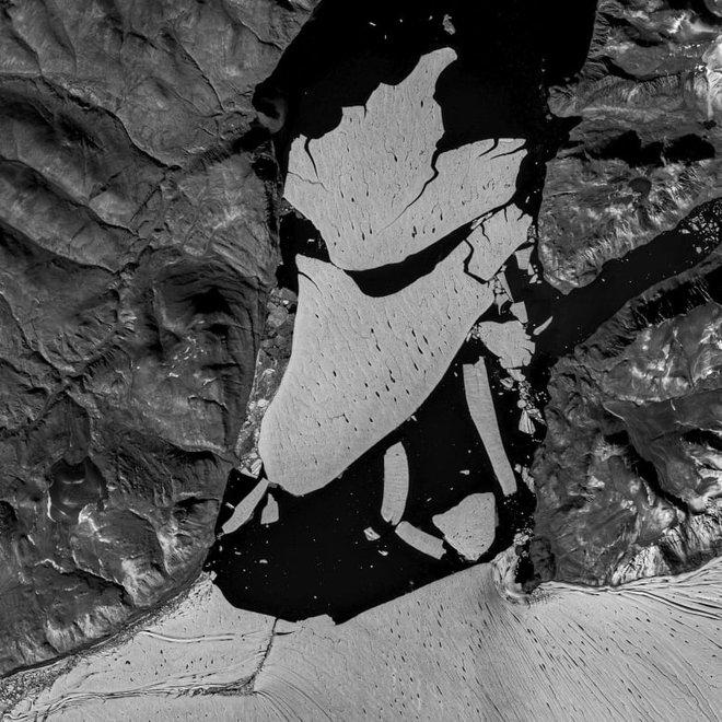 Một khối băng rộng hơn thành phố Paris vừa vỡ ra khỏi Bắc Cực, các nhà khoa học lo sợ đó là một phản ứng dây chuyền - Ảnh 1.