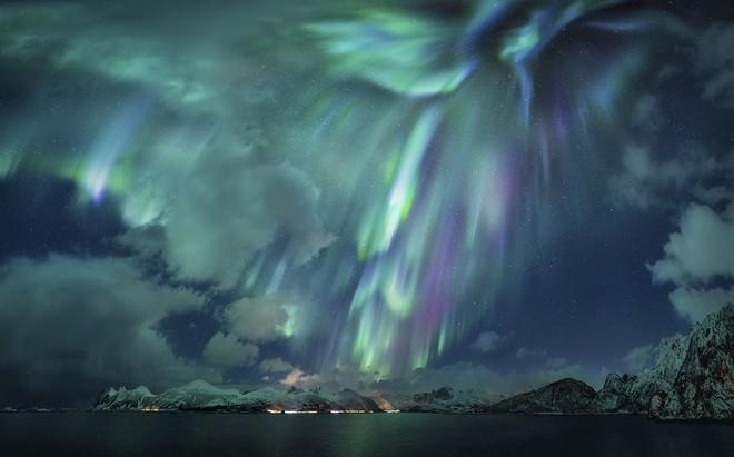 Những bức ảnh thiên văn ngoạn mục nhất năm 2020 - Ảnh 1.