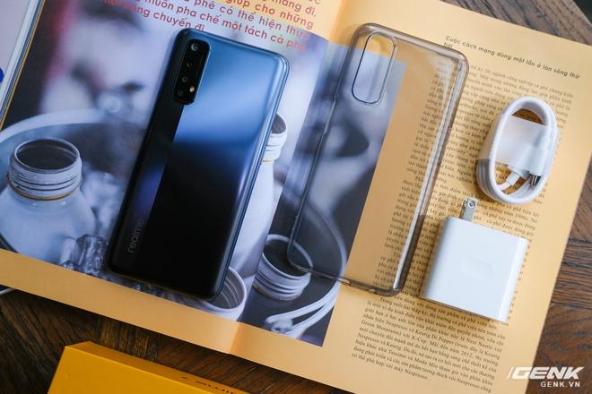 Cận cảnh Realme 7: Smartphone đầu tiên trên thế giới chạy Helio G95, trang bị 4 camera cảm biến Sony, màn 90Hz, sạc nhanh 30W, sẽ có giá chính thức tại Việt Nam vào ngày 21/9 - Ảnh 2.
