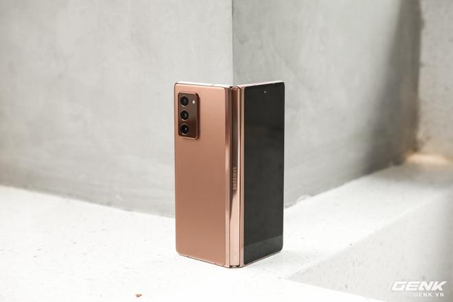 Mở hộp điện thoại gập đôi không gãy của Samsung: Cái gì cũng đẹp, mỗi tội giá dễ ngất - Ảnh 5.