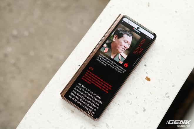 Mở hộp điện thoại gập đôi không gãy của Samsung: Cái gì cũng đẹp, mỗi tội giá dễ ngất - Ảnh 9.