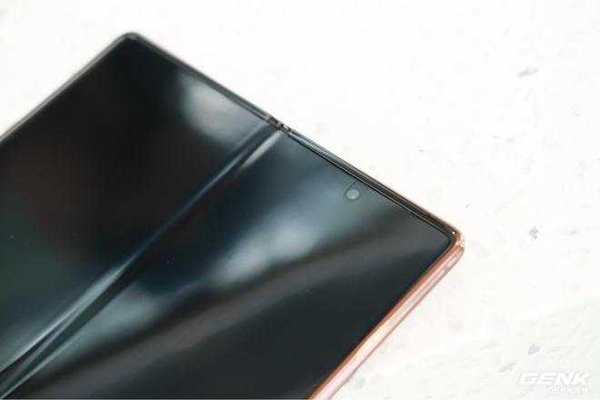 Mở hộp điện thoại gập đôi không gãy của Samsung: Cái gì cũng đẹp, mỗi tội giá dễ ngất - Ảnh 11.