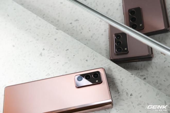 Mở hộp điện thoại gập đôi không gãy của Samsung: Cái gì cũng đẹp, mỗi tội giá dễ ngất - Ảnh 16.