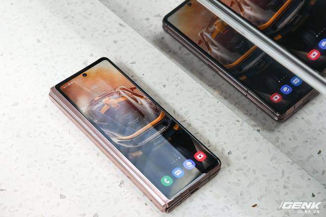 Mở hộp điện thoại gập đôi không gãy của Samsung: Cái gì cũng đẹp, mỗi tội giá dễ ngất - Ảnh 25.