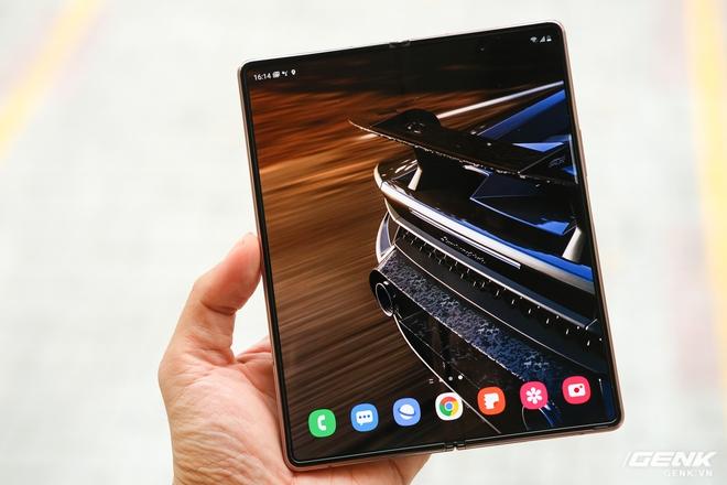 Mở hộp điện thoại gập đôi không gãy của Samsung: Cái gì cũng đẹp, mỗi tội giá dễ ngất - Ảnh 24.