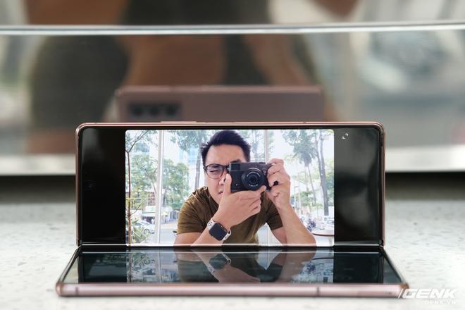 Mở hộp điện thoại gập đôi không gãy của Samsung: Cái gì cũng đẹp, mỗi tội giá dễ ngất - Ảnh 17.