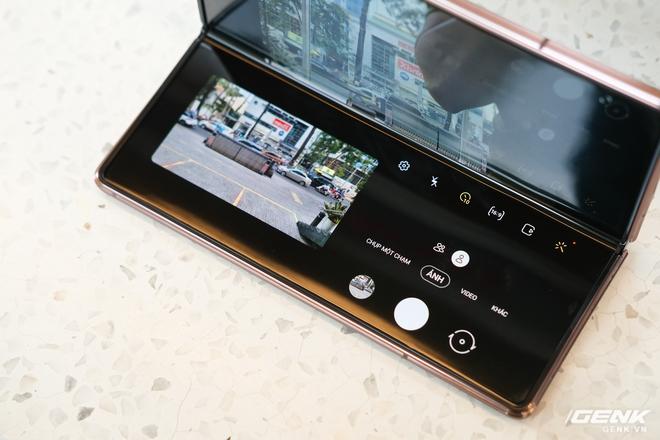 Mở hộp điện thoại gập đôi không gãy của Samsung: Cái gì cũng đẹp, mỗi tội giá dễ ngất - Ảnh 18.
