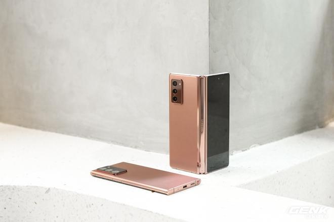 Mở hộp điện thoại gập đôi không gãy của Samsung: Cái gì cũng đẹp, mỗi tội giá dễ ngất - Ảnh 14.