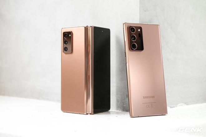 Mở hộp điện thoại gập đôi không gãy của Samsung: Cái gì cũng đẹp, mỗi tội giá dễ ngất - Ảnh 15.