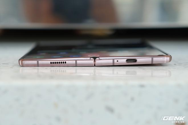Mở hộp điện thoại gập đôi không gãy của Samsung: Cái gì cũng đẹp, mỗi tội giá dễ ngất - Ảnh 22.