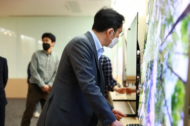 Chị em nhà Samsung cãi nhau về công nghệ Quantum Dot, công ty TV Trung Quốc bất ngờ nhảy vào hưởng lợi - Ảnh 1.