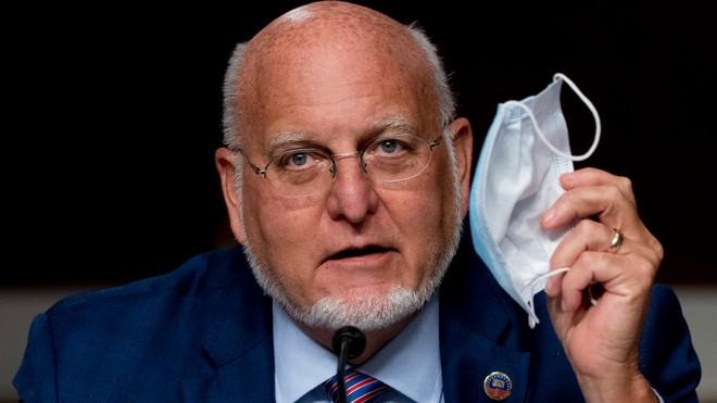 Giám đốc CDC Hoa Kỳ tuyên bố khẩu trang có tác dụng ngăn chặn COVID-19 hơn cả vắc-xin - Ảnh 1.