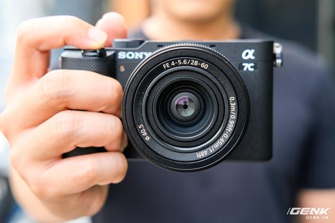 Trên tay chiếc máy ảnh Full Frame nhỏ nhất của Sony tại Việt Nam: Đẹp, nhẹ và mạnh mẽ - Ảnh 5.