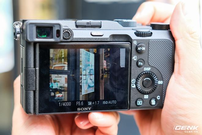 Trên tay chiếc máy ảnh Full Frame nhỏ nhất của Sony tại Việt Nam: Đẹp, nhẹ và mạnh mẽ - Ảnh 4.