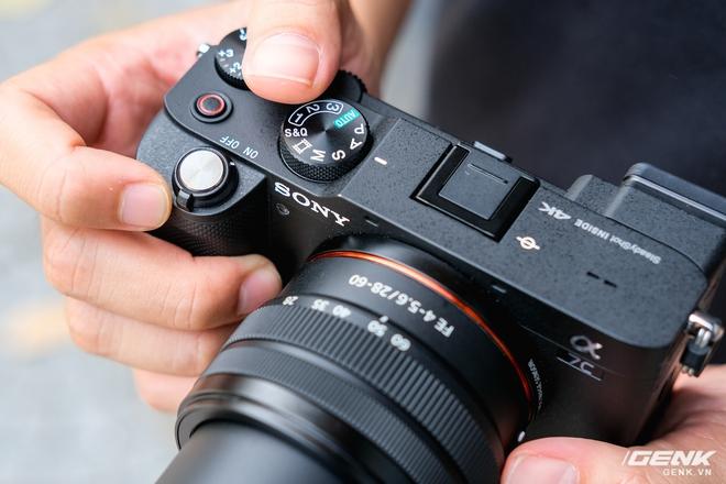 Trên tay chiếc máy ảnh Full Frame nhỏ nhất của Sony tại Việt Nam: Đẹp, nhẹ và mạnh mẽ - Ảnh 3.