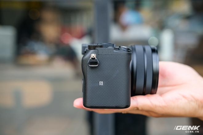 Trên tay chiếc máy ảnh Full Frame nhỏ nhất của Sony tại Việt Nam: Đẹp, nhẹ và mạnh mẽ - Ảnh 12.