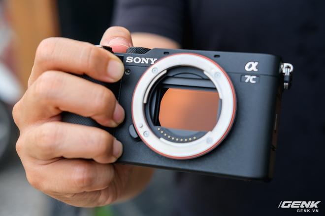 Trên tay chiếc máy ảnh Full Frame nhỏ nhất của Sony tại Việt Nam: Đẹp, nhẹ và mạnh mẽ - Ảnh 7.